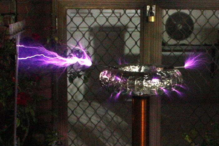 Derek's Lab: 1 35 Million-Volt Tesla Coil